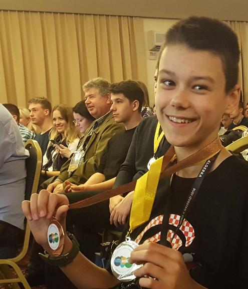 LOVRO TUNJIĆ osvojio je prvo i treće mjesto na državnom natjecanju iz informatike
